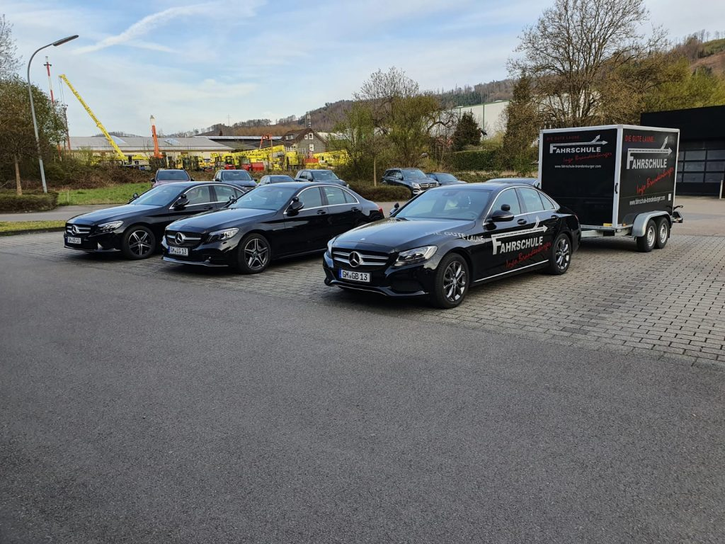 Alle Fahrzeuge mit Anhänger